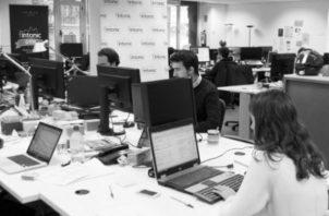 La industria de tecnología es donde las organizaciones tienen un mayor reto para promover espacios de trabajo diversos y con inclusión. Foto: EFE.