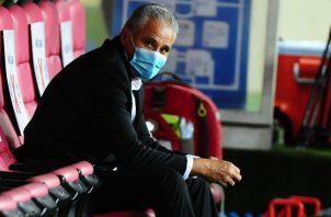 Tite, director técnico de Brasil, se sienta el 4 de junio en el banquillo previo al partido contra Ecuador por las eliminatorias sudamericanas al Mundial de Catar 2022. Foto: EFE