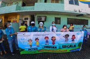Durante una cadena humana solicitan que se respeten los derechos del menor. Foto: Diomedes Sánchez