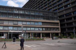 Fachada del hospital en el que permanece ingresado el jugador danés Christian Eriksen. EFE