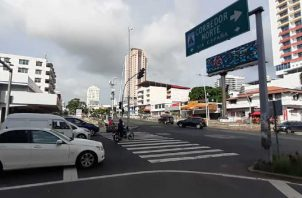El tráfico vehicular ha aumentado en las últimas semanas, sin embargo, no es el mismo en comparación con antes de la pandemia. Foto: Víctor Arosemena