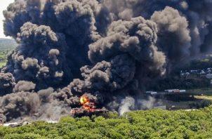 Explosión en la planta industrial de Rockton. Foto: EFE
