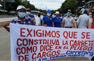 Los manifestantes cerraron por varias horas exigiendo que se cumpla con el proyecto de la carretera. Foto: Melquiades Vásquez