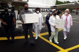 Unas 5,000 dosis de AstraZeneca llegaron a Coclé para continuar con la vacunación en el Auto Express del Boulevard Penonomé. Foto: Cortesía Minsa