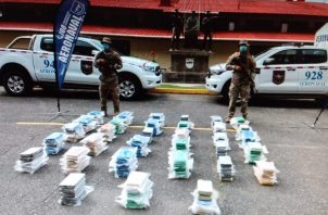 La droga incautada fue trasladada a la base naval Almirante Cristóbal Colón. Foto: Diómedes Sánchez S.