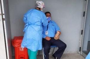 Las autoridades de Salud se mantienen realizando pruebas de hisopados en la búsqueda de casos de la covid-19.