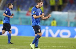 Manuel Locatelli (dcha.) marcó un doblete en la solida victoria de la selección italiana. Foto: EFE