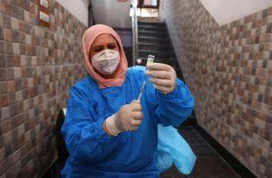 La India ha administrado desde el pasado enero 256 millones de vacunas contra la covid-19, 225 millones de ellas de Covishield, y 31 millones de Covaxin. Foto: EFE