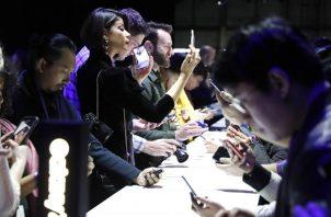 Pasado ya el año 2000, los celulares empezaron a cobijar también internet. Foto: EFE