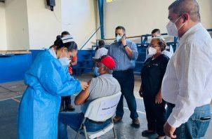 Centros educativos han sido habilitados para la vacunación. Foto: José Vásquez
