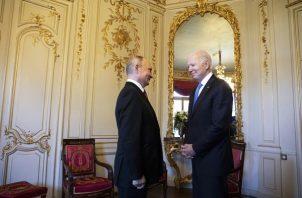 Los presidente Vladimir Putin y Joe Biden se reunieron en cumbre de Ginebra. EFE