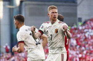 Kevin de Bruyne (#7) entro de cambio, dio una asistencia y anoto un gol en la victoria de Bélgica hoy sobre Dinamarca. Foto: EFE