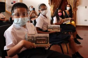 La mayoría de los estudiantes recibe sus clases por WhatsApp. Foto: Cortesía Meduca