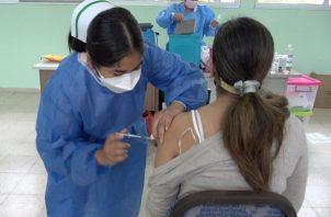 Panamá aplica vacunas de Pfizer y AstraZeneca a su población. Foto: Cortesía Minsa