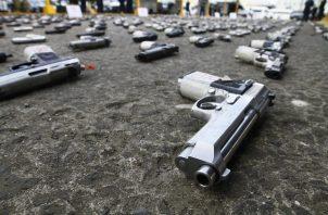 En Panamá, diariamente se incautan armas de fuego ilegales en manos de delincuentes. Foto: Archivo