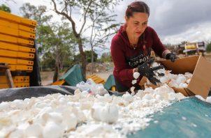 Una organización ambientalista pretende disminuir la contaminación del río Santiago. Foto: EFE