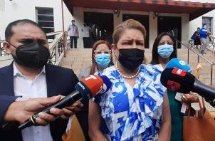 La abogada Alma Cortés pide que se le garantice el debido proceso a Ricardo Martinelli. Foto Víctor Arosemena