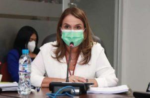 La ministra decidió extender el Plan Educativo Solidario. Foto: Cortesía