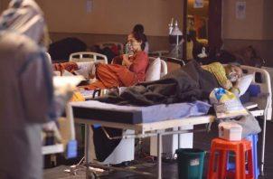 El total de casos de covid-19 desde el inicio de la pandemia en la India asciende a 29.8 millones. Foto: EFE