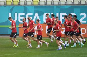Ante la ausencia de Zlatan Ibrahimovic, el joven Alexandr Isak es el único capaz de crear algo en ataque. Foto: EFE
