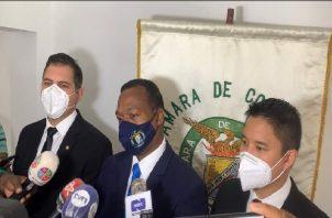 El presidente de la Cámara de Comercio, Gilberto Mena, aseguró que ante el nuevo panorama, ellos como gremio van a presentar una serie de alternativas a las autoridades de salud. Foto: Diomedes Sánchez