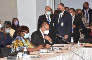 Daniel Delgado Diamante (centro, de pie) propuso una nueva organización de la secretaría general. Archivo