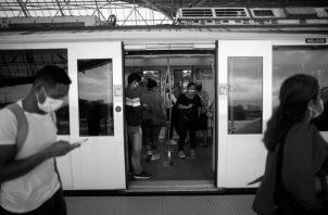 Nuestra enérgica oposición a la decisión de las altas autoridades del Metro de Panamá en ordenar suspender, entre otras cosas, las prédicas dentro de sus instalaciones. La decisión constituye un asalto a la razón, un asalto a la fe, un golpe a la libertad de culto. Foto: EFE.