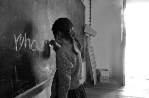 Los niños latinoamericanos perdieron 159 días escolares en promedio durante el último año, en comparación con el promedio mundial de 95. Solo siete de los 35 países de la región han reabierto completamente las escuelas. Foto: EFE.