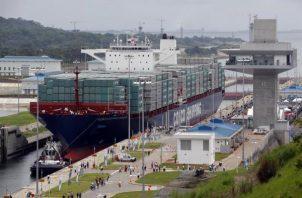 El primer buque en transitar por el Canal Ampliado fue el chino Cosco Shipping Panamá. Foto: Archivos