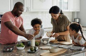 Cuando se forma una nueva familia ensamblada, cada miembro de la familia se enfrenta a cambios únicos. Fotos: Ilustrativa / Pexels