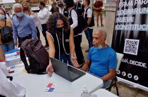 Actualmente hay tres grupos recolectando firmas en Panamá para una constituyenet paralela. Archivo
