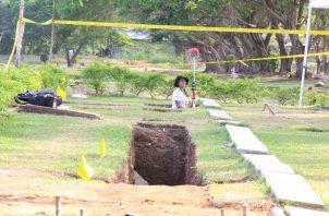 Labores de exhumación en el Jardín de Paz. Foto: Archivo