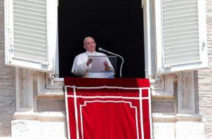 El papa Francisco durante introducción del rezo del Ángelus mariano del domingo.