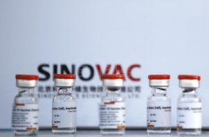 Vacuna contra la covid-19 del laboratorio chino de Sinovac, conocida como CoronaVac. Foto: EFE