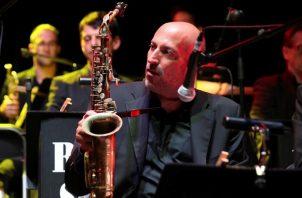 El saxofonista estadounidense Bob Sands. Foto: EFE / Kiko Huesca / Archivo