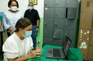 Según la ministra Maruja Gorday de Villalobos, más de 70 mil estudiantes se han beneficiado del plan educativo. Foto: Cortesía Meduca