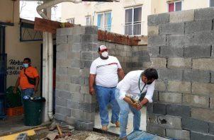 Al momento de la demolición, el local comercial ya tenía levantada las paredes. Foto: Diómedes Sánchez