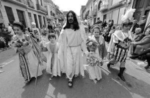 Jesús no se cansa nunca de mirarnos con amor. Siempre te bendice, te ilumina, te fortalece, te pacifica. Foto: EFE.