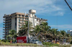 Registro general este viernes del edificio desplomado la semana pasada en Surfside (Florida, EE.UU.). Foto: EFE