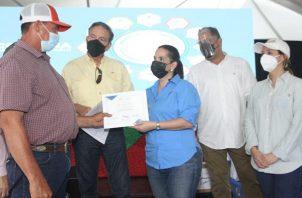 La ministra del Mides, María Ines Castillo, y el presidente Laurentino Cortizo participaron en la gira comunitaria en la provincia de Chiriquí. Foto: Cortesía Mides