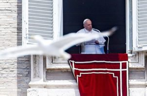 Francisco ha sufrido varios ataques de ciática que le han obligado a posponer algunos actos. Foto: EFE