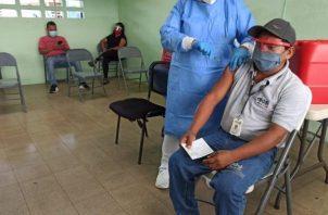 Continúan las jornadas de vacunación contra la covid-19.