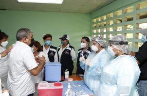 El ministro Luis Sucre dijo que la positividad está disminuyendo en la provincia de Panamá. Foto: Cortesía Minsa