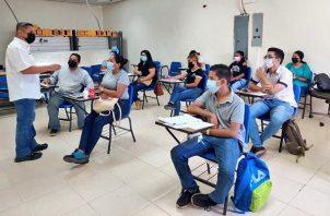 Luis Oliva dijo que se trabaja para enlazar a los estudiantes con Ampyme. Foto: Cortesía Inadeh