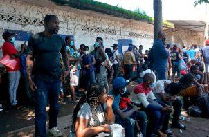 El destino final de los migrantes son los Estados Unidos. Este grupo, en Tapachula, al sur de México recibe atención médica. Foto: EFE