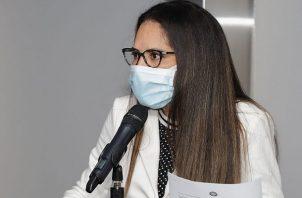 Zulay Rodríguez considera que un viajero no vacunado es un peligro para el país. Foto: Cortesía Asamblea Nacional