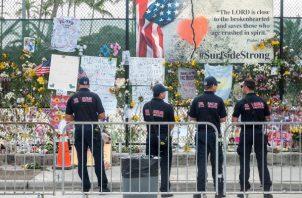 Número de víctimas mortales identificadas tras el colapso parcial del edificio Champlain Towers South ascendió a 40. Foto: EFE