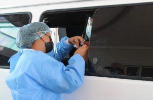 Panamá continúa su lucha contra la covid-19, aplicando vacunas de las farmacéutica Pfizer y AstraZeneca. Foto: Cortesía Minsa