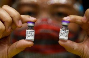 Una dosis de refuerzo contra la variante delta promete Pfizer. Foto: EFE