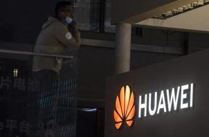 Expositor de Huawei en el Salón del Automóvil de Shanghai 2021, China. EFE